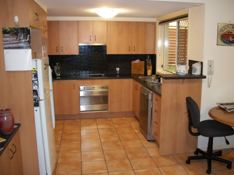 well presented unit in ashgrove, close to shops and buses