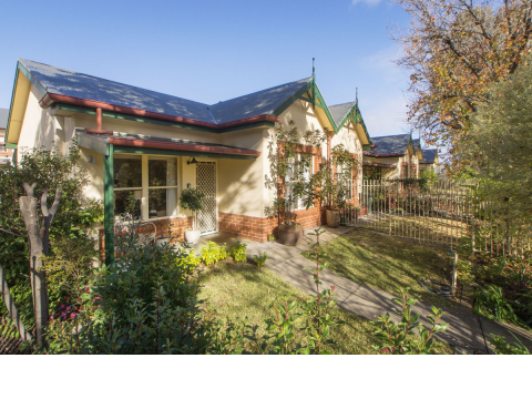 Lovely Courtyard home in tree lined street