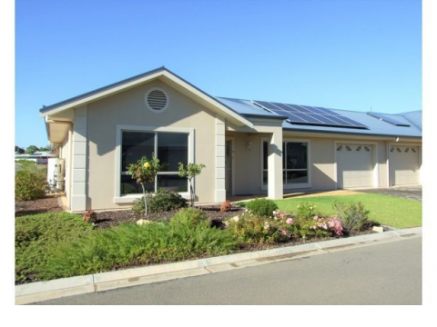 Riverside Life - 2 bedroom deluxe home with solar