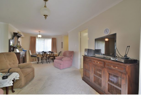 Just listed!!  Be quick to view this amazing, delightful 2 bedroom ground floor unit