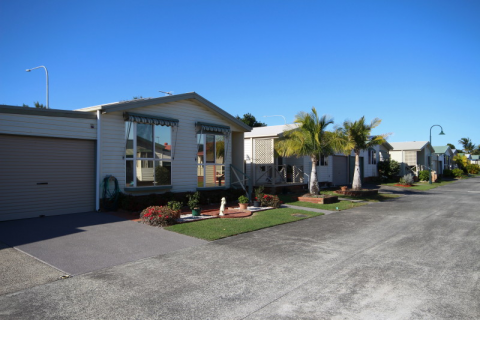 Palm Lake Resort-Banora Point, close to shopping centres, bowling & golf clubs